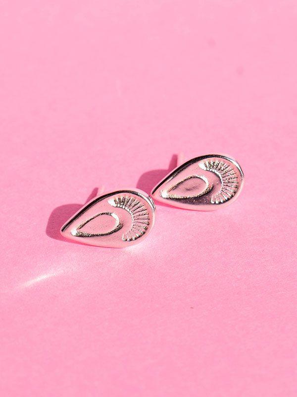 Δυο κομψά σκουλαρίκια