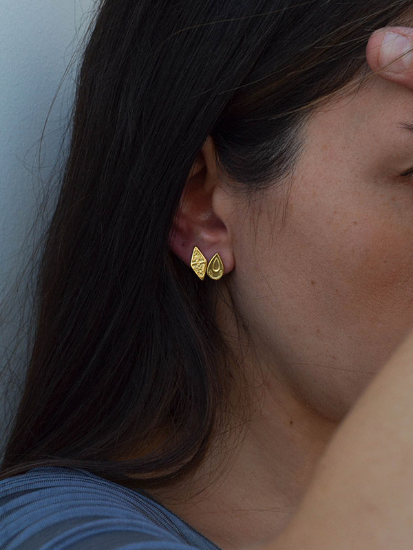 Κομψά σκουλαρίκια