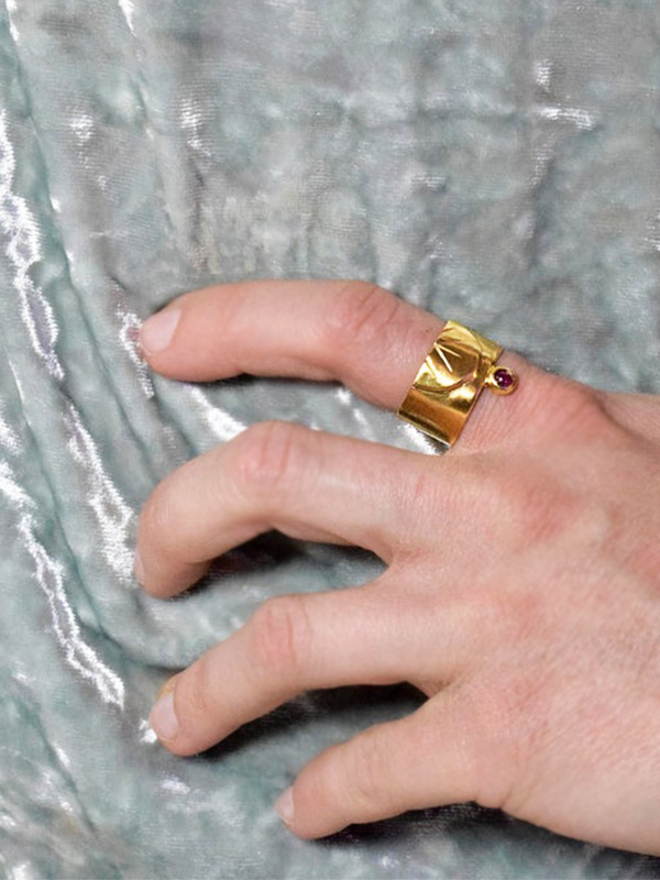 Wide gold ring