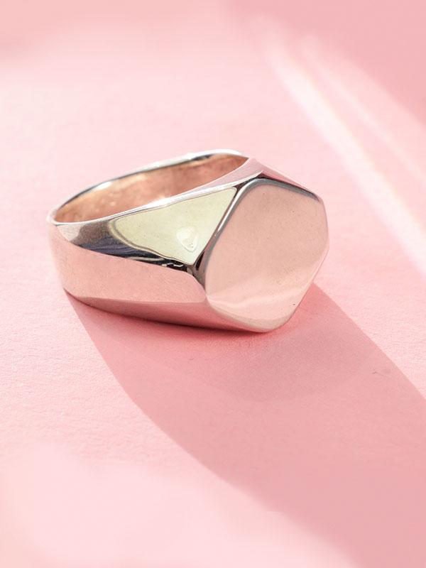 Minimal signet ring