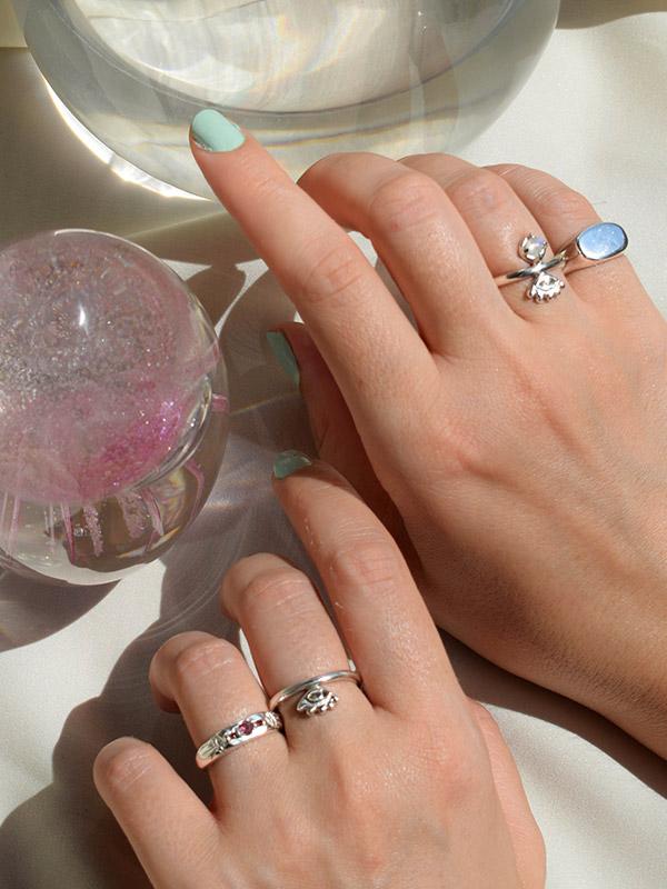 Δαχτυλίδι με τρία πετράδια