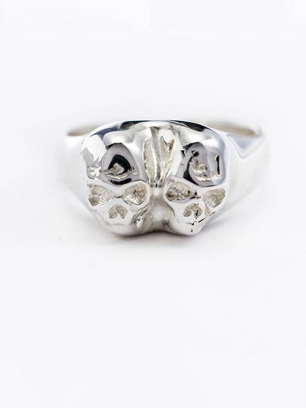 Double skull signet ring