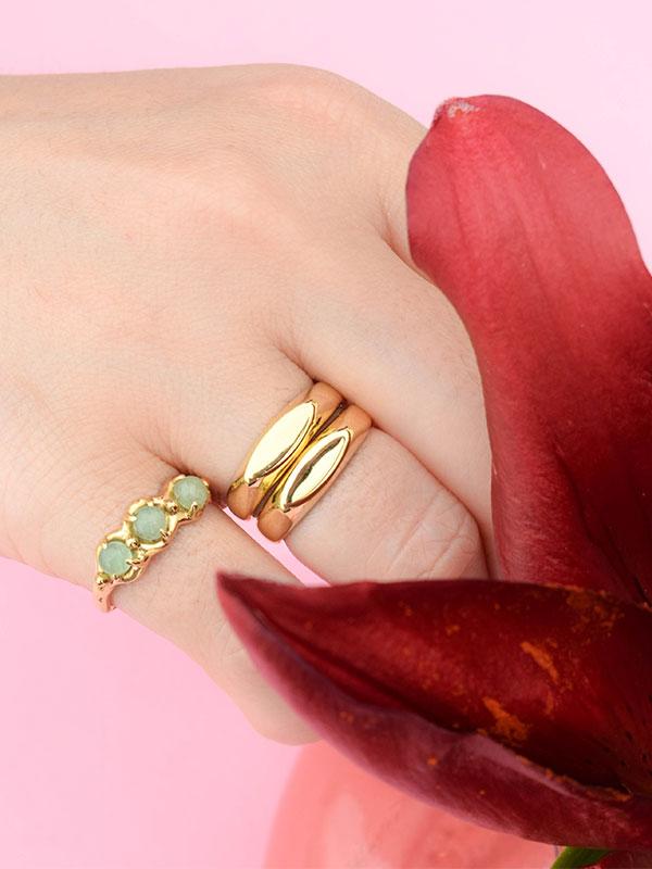 Elegant signet ring