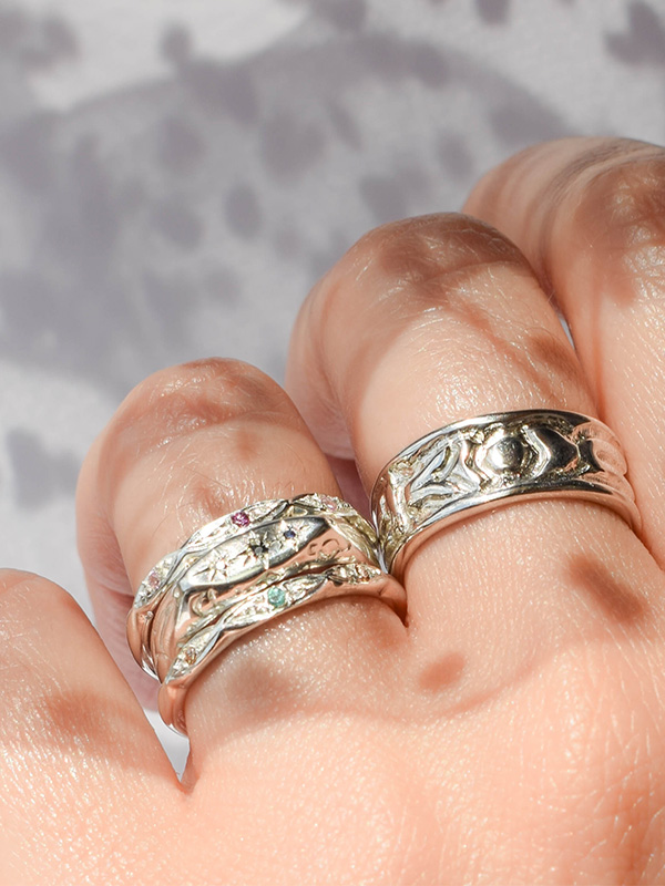 Dainty ring with zirconia crystal