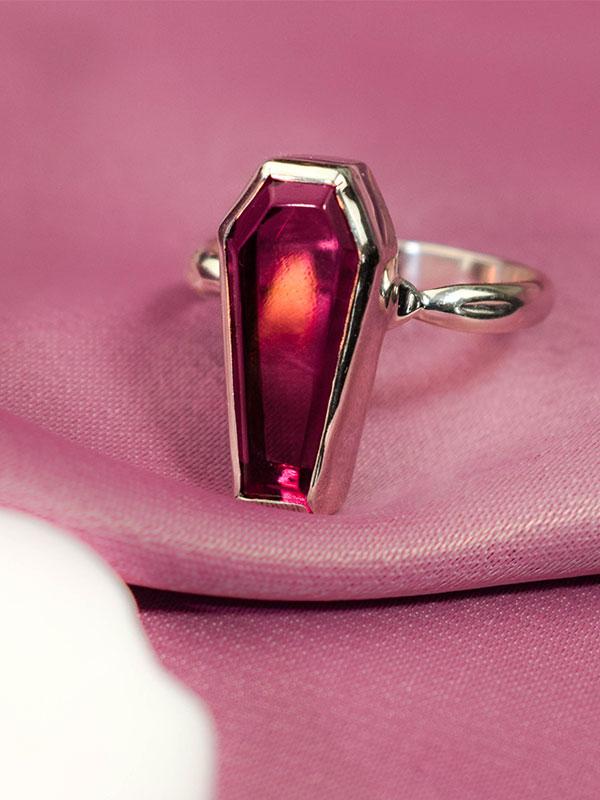 Dark pink agate ring